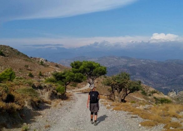 vandra vandrare vandring berg utsikt moln hiking hiker walking walker hike walk mountain cloud view crete kreta wandern wanderer wanderen