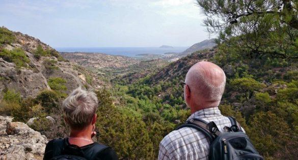 vandrare berg hav utsikt hikers walkers sea mountain crete kreta